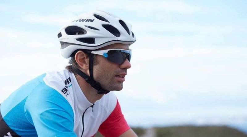 Illustration d'un cycliste avec un casque de vélo