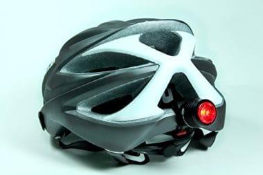 Casque vélo avec un éclairage LED à l'arrière