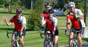 4 cyclistes avec des casques