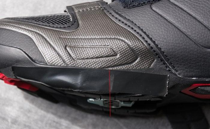 Bien aligner la cale grâce à la mesure du métatarse sur la chaussure de vélo