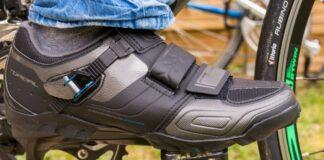 Pied d'un cycliste fixée sur une pédale automatique Shimano