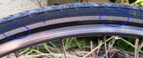 Lecture du flan du pneu Vittoria Randonneur avec une pression max de 5.5 bars