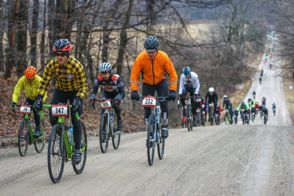 Un peloton de gravel bike lors de la compétition Barry-Roubaix aux U.S