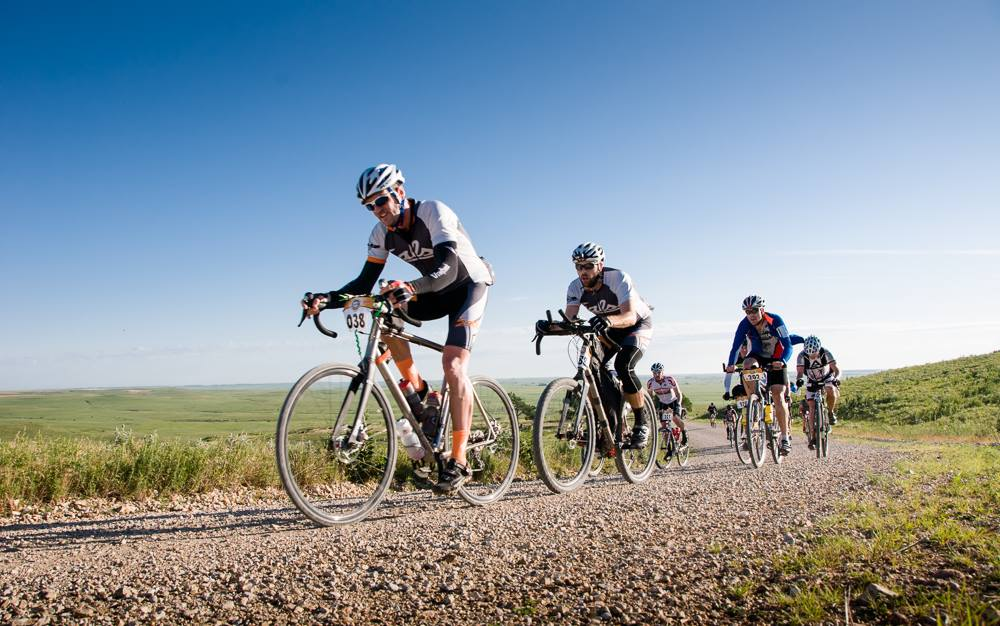 Une course de gravel bike en plaine