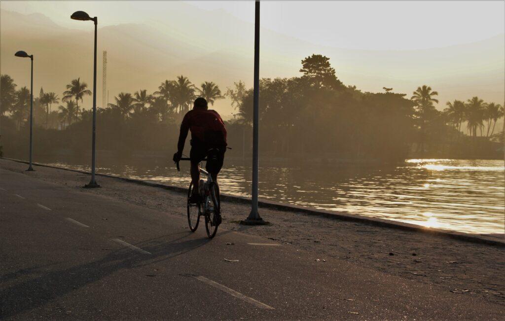 """Résultat de recherche d'images pour """"vélo nuit sans lumière"""""""