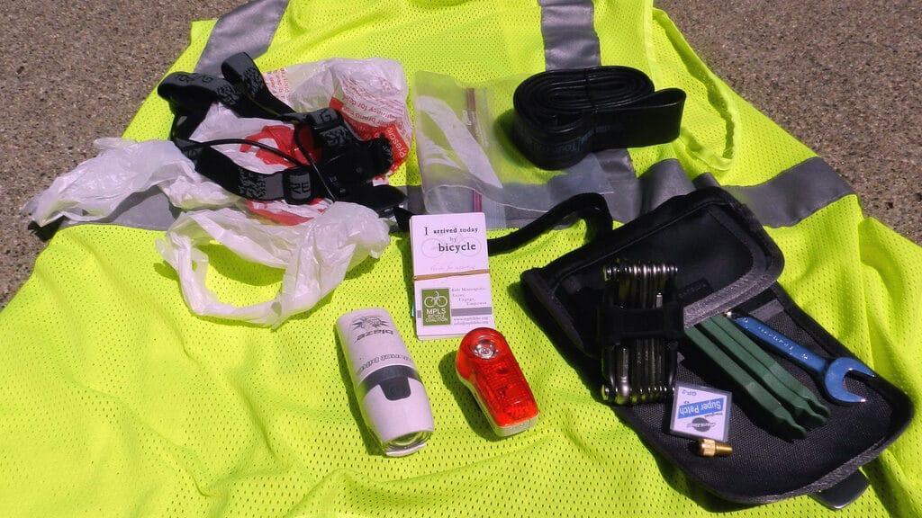 Le kit essentiel pour réparer son vélo en roulant
