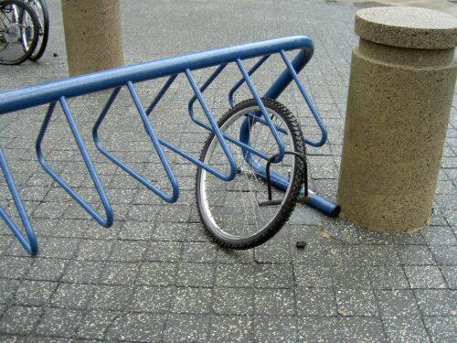 Vol d'un vélo, il ne reste que la roue avant