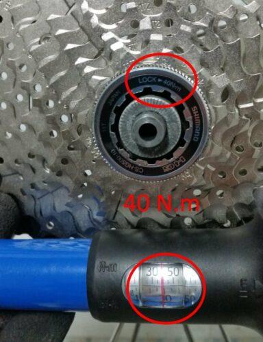 Réglage du couple de serrage sur la clé dynamométrique à 40 N.m comme indiqué sur la cassette