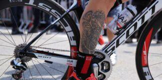 Un tatouage de vélo au mollet