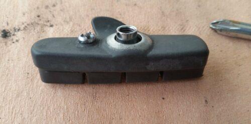 Le porte-patin tout neuf avec la vis de fixation de la cartouche