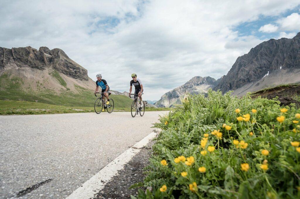Montée du col Sanetsch en vélo de route