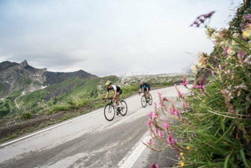Descente du col Sanetsch en vélo de route