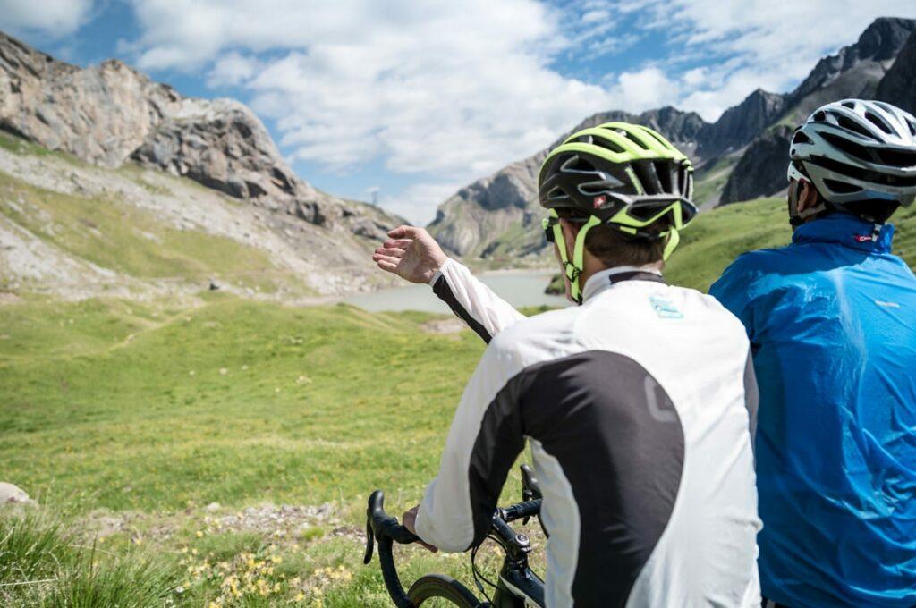 Pause dans le col Sanetsch en vélo de route