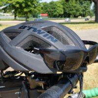 Le casque B'Twin 500 avec les lunettes de soleil