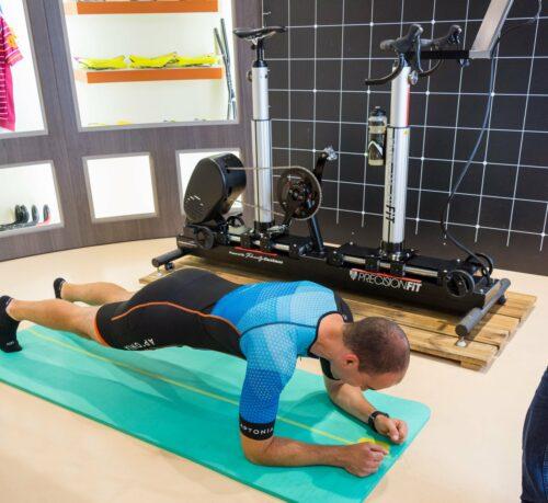 Exercice de la planche comme échauffement