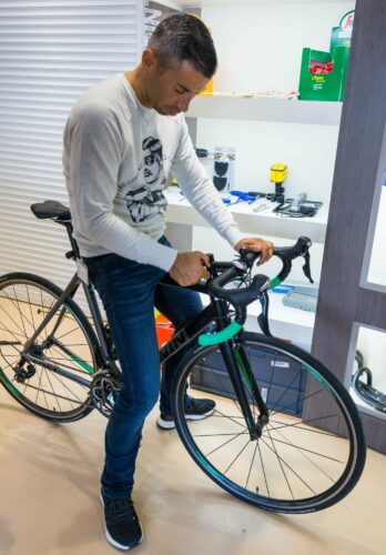 Laurent descend la potence de mon vélo