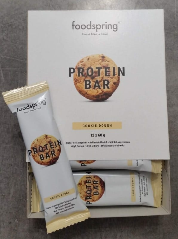 Une boite de 12 Protein Bar cookie dough de Foodspring