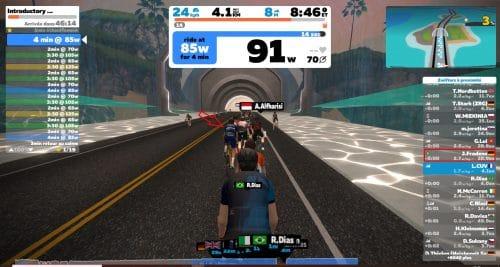 Un exercice de vélo virtuel pour s'entrainer sous Zwift