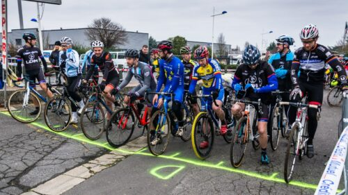 Placement avant le départ d'une compétition de cyclo-cross
