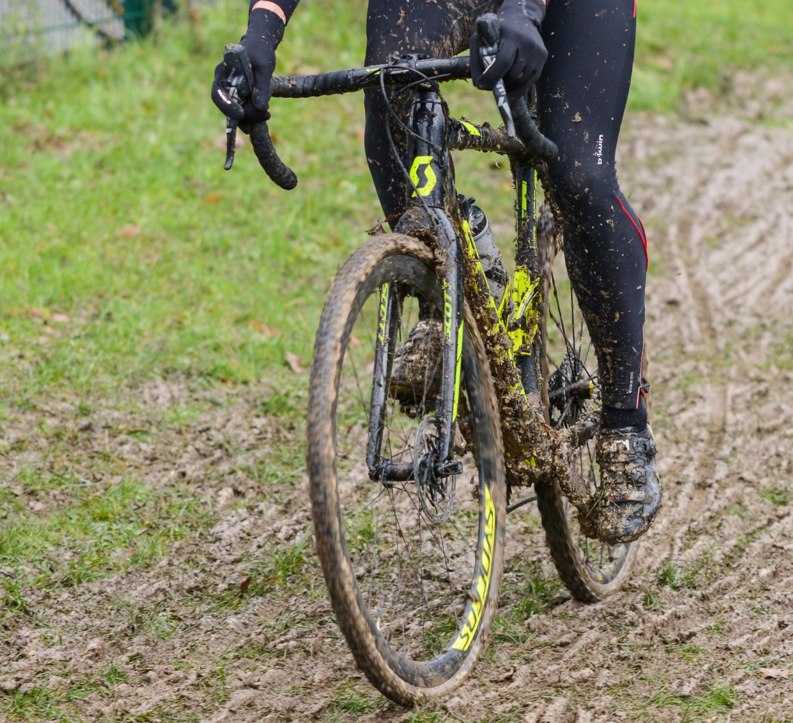 Un cyclo-cross plein de boue