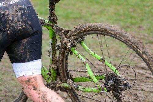 Les freins Cantilever plein de boues