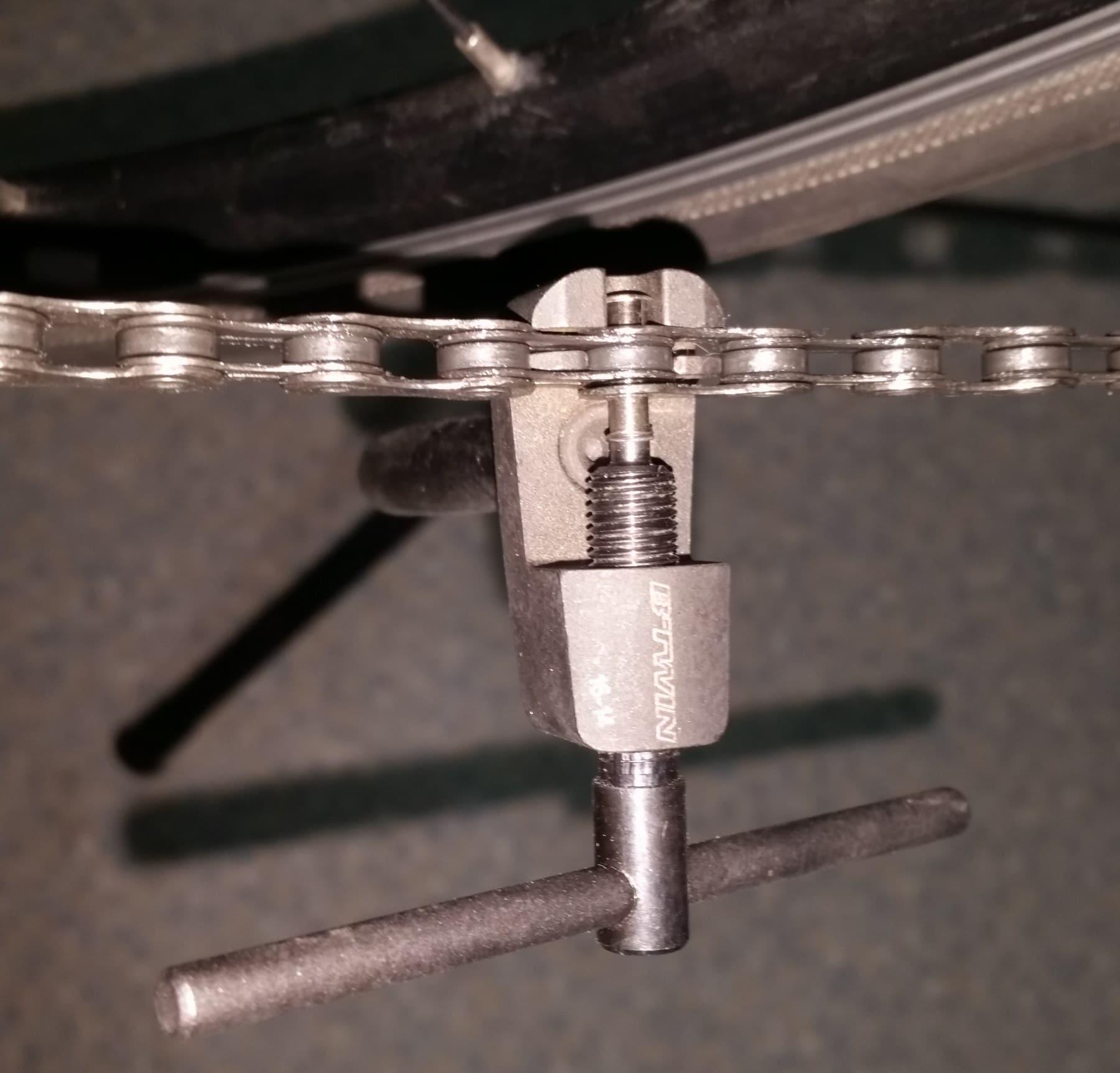 Le dérive-chaîne qui permet d'ouvrir la chaîne du vélo
