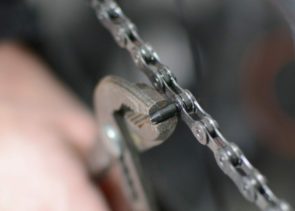 Casser l'extrémité du plot qui va fermer la chaîne