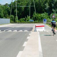 Cycliste en vélo de route qui s'entraine à la Siaap