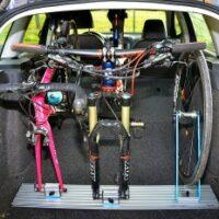 Transporter son vélo dans un véhicule verticalement
