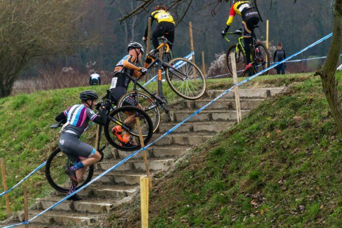 Les montées de marche (escalier) lors d'une compétition de cyclocross