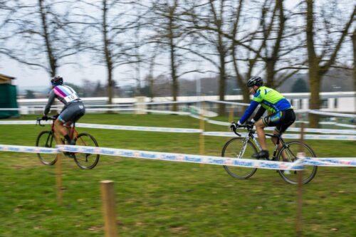 De la vitesse en vélo de cyclocross sur du plat