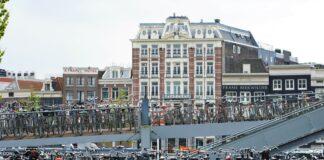 Des vélos bien rangés à Amsterdam