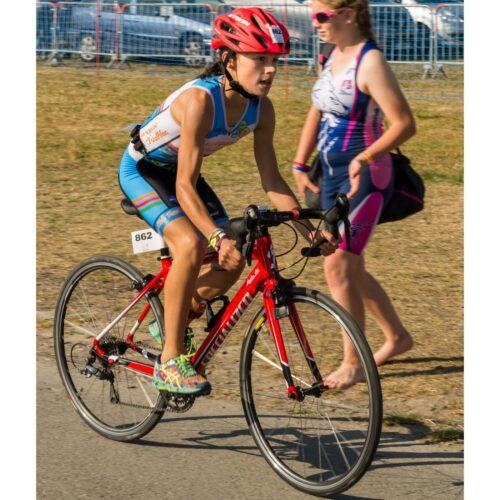 Une junior sur un vélo de route enfant lors du Chtriman 2018