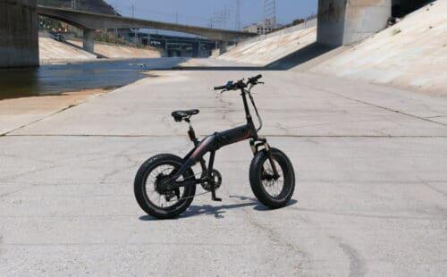 Un vélo mini fatbike pliant pour arpenter la ville
