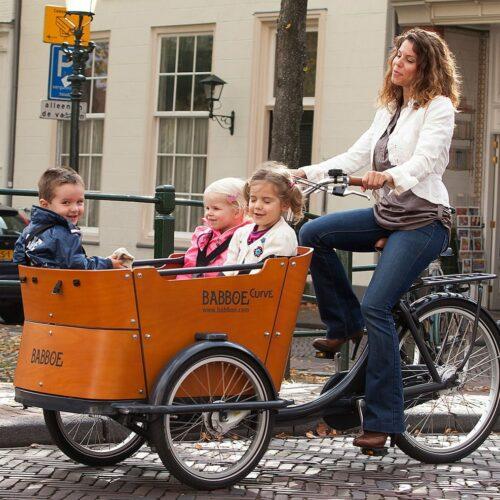 Vélo cargo avec 3 enfants