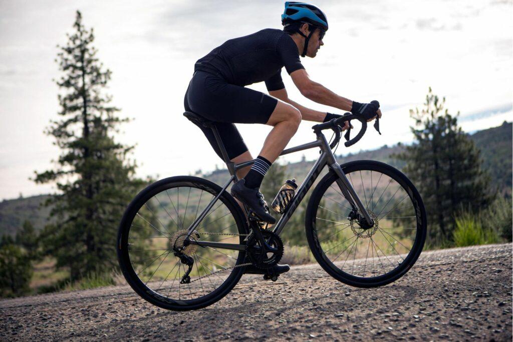 Vélo Giant débutant Contend disc