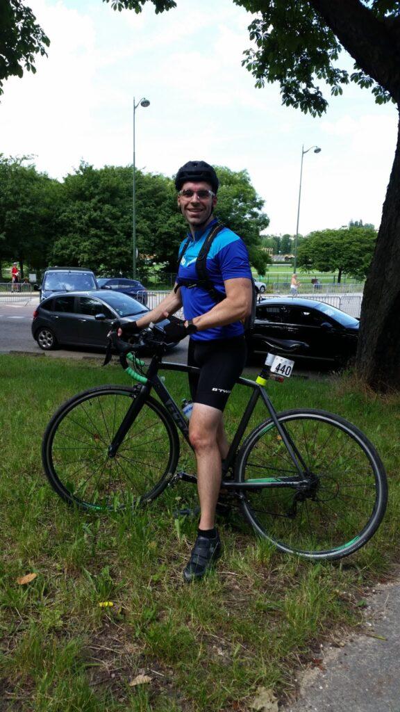 Ludo au circuit de Longchamp avec son vélo de route