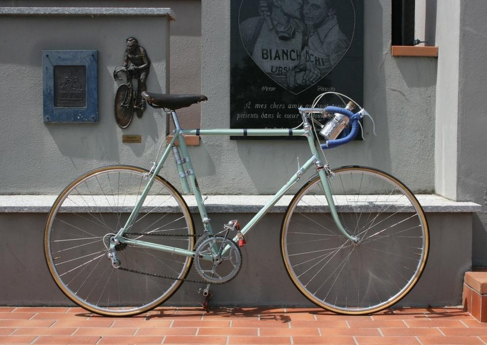 Vélo Bianchi d'époque avec sa couleur verte