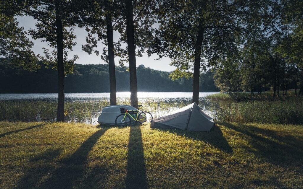 Un campement avec son vélo