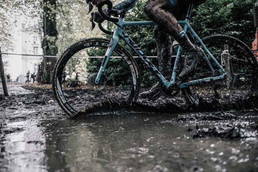 Le Ridley X-Night qui passe dans la boue