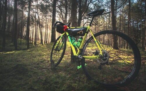 Voyager à vélo avec un vélo gravel préparé