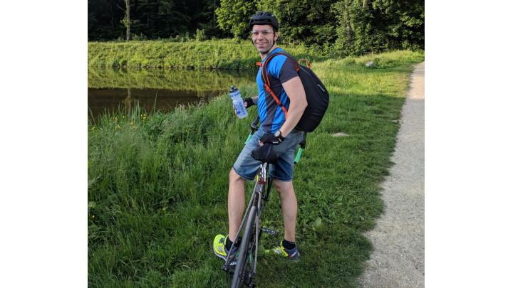 En tenue de vélotaf pour aller au travail à vélo