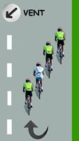 Le cycliste blanc remonte le peloton par la gauche