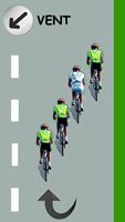 Le cycliste blanc remonte le peloton par la gauche et va repasser leader