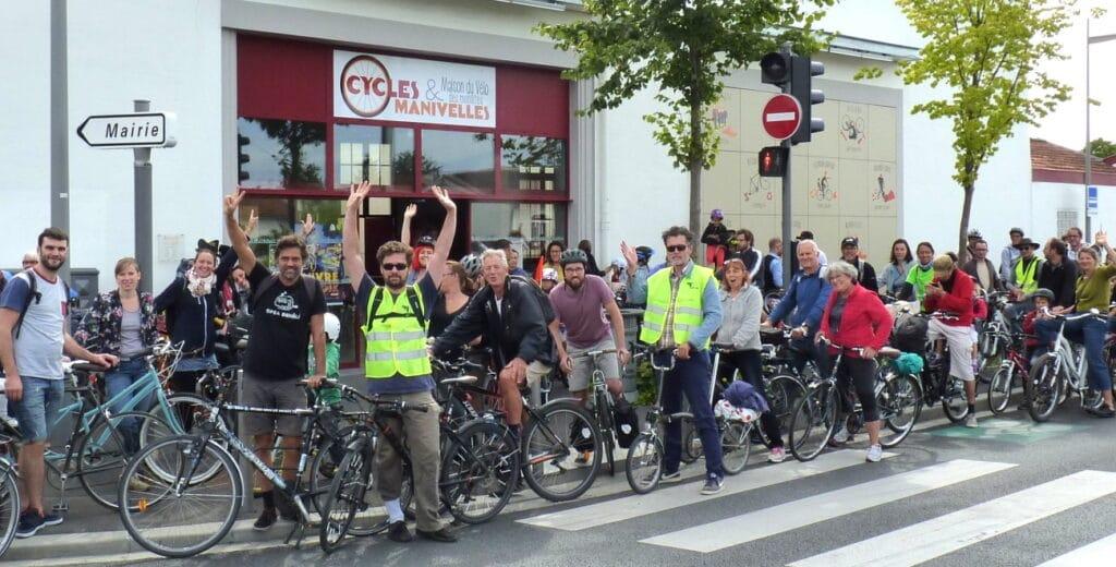 Présentation des cyclistes de l'association Cycles et Manivelles