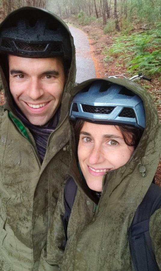 Selfie sous la pluie avec des vestes Basil